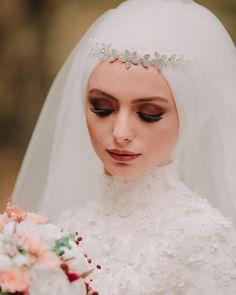 657 Likes, 7 Comments – Zeynep + Seyfullah Yalçınkaya (Fotoğraf Evim) on Inst… Turkish Wedding Dress, Muslim Wedding Gown, Muslimah Wedding Dress, Muslim Wedding Dresses, Muslim Brides, Wedding Hijab, Wedding Dresses For Girls, Headpiece Wedding, Bridal Headpieces