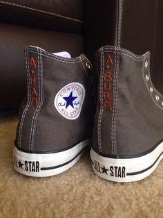 Hamilton embroidered Converse Converse Bleu, Converse Shoes, Embroidery On Clothes, Diy Embroidery, Embroidered Clothes, Custom Converse, Custom Shoes, Hamilton, Diy Fashion
