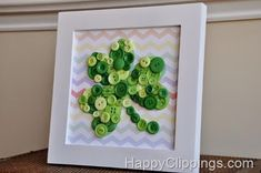 DIY: Shamrock Button Art with Rainbow Chevron Background St. Patrick's Day Diy, St Patrick's Day Crafts, Holiday Crafts, Holiday Fun, Button Art, Button Crafts, Sant Patrick, Little Mac, St. Patricks Day