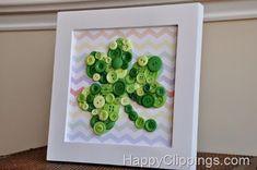 DIY: Shamrock Button Art with Rainbow Chevron Background St Patrick's Day Crafts, Holiday Crafts, March Crafts, Holiday Fun, Button Art, Button Crafts, Sant Patrick, St. Patrick's Day Diy, Little Mac