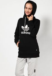 this black coloured sweatshirt from Adidas will be a perfect pick. The stylishly printed brand name and logo on the front enhance the overall appeal of this hooded sweatshirt. The drawstring attached to the hood allows you to adjust it.