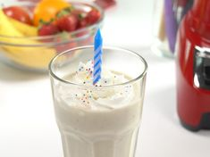 Celebrating your birthday? Have your cake and . drink it too! This Birthday Cake Smoothie Recipe has of protein and only of sugar. Avoid the cake and stick to the plan with this delicious treat! Keto Smoothie Recipes, Smoothie Prep, Shake Recipes, Smoothie Drinks, Drink Recipes, Keto Recipes, Fruity Drinks, Blender Recipes, Breakfast Smoothies