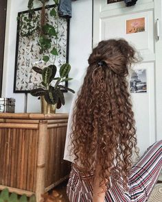 hmm thinking about maybe putting in some highlights.😱 does natural stuff like lemon juice really lighten hair colour? Curly Hair Styles, Medium Hair Styles, Natural Hair Styles, Medium Curly, Hair Medium, Boy Hairstyles, Pretty Hairstyles, Naturally Curly Hairstyles, Long Curly Haircuts