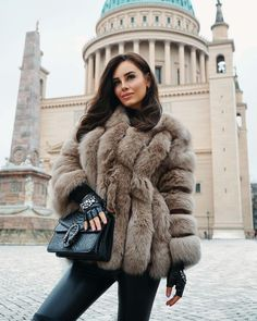 Winter Thick Warm Faux Fur Coat Women Plus Size Hooded Long Sleeve Faux Fur Jacket Luxury Winter Fur Coats Winter Stil, Casual Winter, Fox Fur Coat, Fur Coats, Fur Puffer Coat, Outfit Elegantes, Chinchilla, Mode Mantel, Fur Clothing