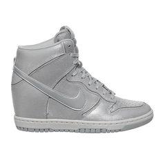 Sepatu Casual Nike Dunk Sky Hi Cut Out Prm 644411-001 merupakan Sneaker  Wedges Nike 9cfca8ff60