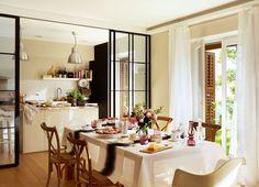 Una bancada en línea recta  Ideal para rentabilizar el espacio en cocinas de planta muy alargada. http://www.elmueble.com/articulo/cocinas_y_banos/19023/office_para_cada_estilo_vida.html