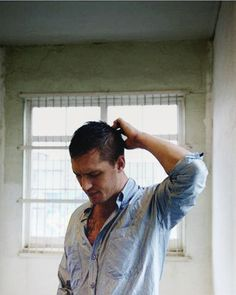 Tom Hardy...ohhhhhh nice pic I haven't seen!