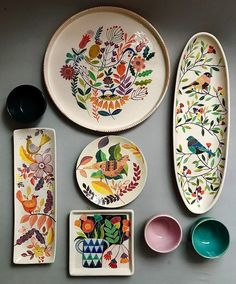DIY No Bake Sharpie Art Bowls 12 a better finishing secret for DIY beautiful Anthropologie style designs on ceramic bowls or mugs. Ceramic Plates, Ceramic Pottery, Pottery Art, Decorative Plates, Pottery Studio, Slab Pottery, Thrown Pottery, Painted Pottery, Pottery Plates