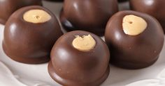 How to make dreamy, creamy, no bake buckeye peanut butter balls with just 4 simple ingredients. Easy small batch buckeye recipe, perfect for dessert! Banana Dessert Recipes, Peanut Butter Desserts, Peanut Butter Balls, Creamy Peanut Butter, Peanut Butter Cookies, Chocolate Peanut Butter, Chocolate Coating, Chocolate Bark, Candy Recipes