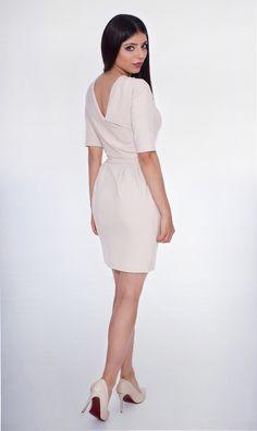 b8978dc414 Her Place · Odwaga cechą kobiety sukcesu! Tradycyjna sukienka w nowoczesnym  wydaniu.