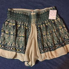 """Free People shorts New with tags, Free People """"ash combo"""" flowy shorts in a beautiful pattern with 3 inch stitched elastic waistband. Free People Shorts"""