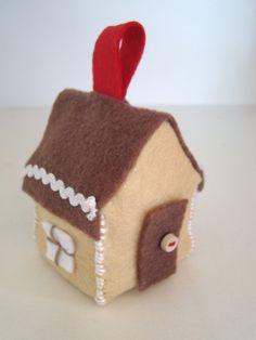 mousehouse: felt gingerbread houses