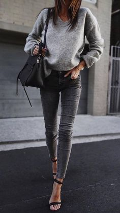 Grey Skinny Jeans Outfit, Grey Jumper Outfit, Skinny Jean Outfits, Outfit Jeans, Skinny Jeans Heels, Jeans Outfit Winter, Gray Jeans, Jeans With Heels, Casual Winter Outfits