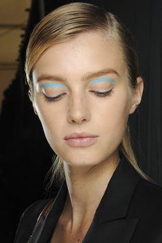 Las claves del color de las tendencias de belleza vistas en NYFW: miradas caligráficas y fluor en Michael Kors