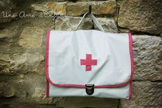 DIY La mallette de petite infirmière. (http://uneamedenfant.canalblog.com/archives/2011/04/16/20909210.html)