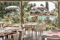 Um destino de descanso e várias descobertas. A Toscana pode surpreender de diversas formas. A beleza que encanta os olhos, descansa a alma! Vamos descobrir os encantos desse hotel exuberante? Castello del Nero Hotel & Spa  #signaturetravel #suaviagempodesermais #castellodelnero #italy #italia #toscana #tuscany #keypartners #luxo #viagemdeluxo #viagem #viajar #hoteisdeluxo #hoteis #hotels #luxury #luxurystyle #instatravel #travel #luxurytravel