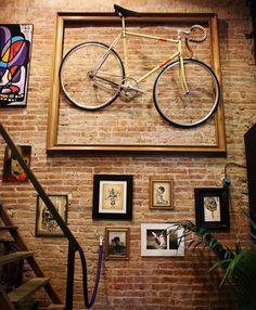 Veja sugestões de como usar bicicletas na decoração de sua casa.