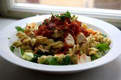 pastasalat med kylling og bacon
