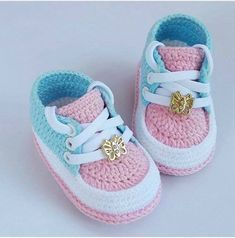 Best baby shoes pattern how to make Ideas Crochet Baby Boots, Crochet Baby Sandals, Booties Crochet, Crochet Baby Clothes, Crochet Shoes, Crochet Slippers, Baby Booties, Kids Crochet, Baby Shoes Pattern