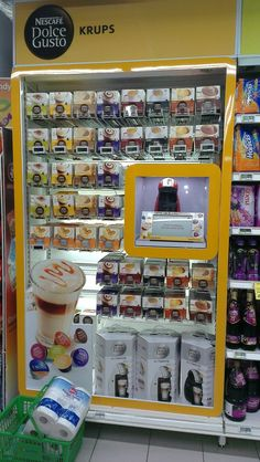 Nescafe Dolce Gusto Krups Display Pallet Display, Pos Display, Display Design, Store Design, Product Display, Pos Design, Retail Design, I Love Coffee, Coffee Shop