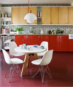MID CENTURY MODERN KITCHEN  Change bottom cabinets to dark teal and floor to cement or charcoal grey linoleum and this would be my dream kitchen