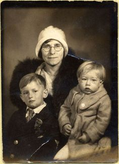 Andy Warhol about the age of with his mother Julia and brother John, 1932 sepia print 2 x 1 in.) The Andy Warhol Museum, Pittsburgh The Velvet Underground, Jean Michel Basquiat, Pop Art, Jackson Pollock, The New Yorker, Andy Warhol Artwork, Andy Warhol Museum, Edie Sedgwick, Street Culture