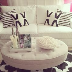 How gorgeous is this living room designed by @mycozycrib? We're swooning!