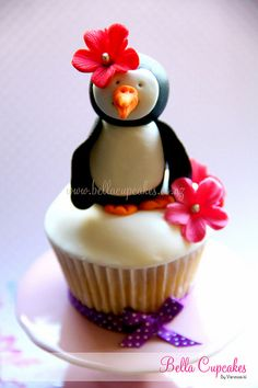 If you are looking for the most adorable penguin themed cupcakes, you should definitely check these out. This is a selection of penguin cupcakes, which were made by different people from all around the globe. Cupcake Bakery, Cupcake Cookies, Cupcake Art, Cupcake Ideas, Penguin Cupcakes, Yummy Cupcakes, Pretty Cupcakes, Sweet Cupcakes, Baking Cupcakes