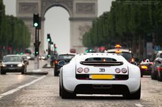 2013 Bugatti Veyron SuperSport in Paris via Classy Bro Bugatti Veyron, Bugatti Speed, Bugatti Cars, Nissan Gtr Skyline, Skyline Gt, Fancy Cars, Ex Machina, Supersport, Latest Cars