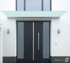 Vordach Dura mit satiniertem Glas, eignet sich optimal für geringen Platz zwischen Tür und Fenster