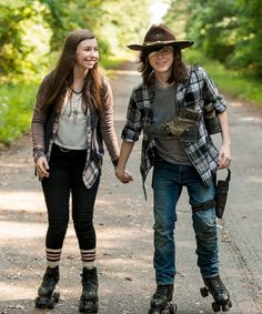 Enid and Carl Grimes in The Walking Dead Season 7 Episode 5 | Go Getters