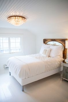 Kelley Moore's house tour via Coco + Kelley! Chic and glamorous bedroom!