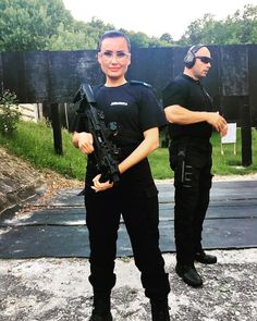Locotenent colonel Claudia Popescu  prima femeie din cadrul Jandarmeriei Române care  participa la o misiune sub egida ONU. Tag pe cineva care viseaza sa urmeze o cariera in Politie!  Academiadepolitie.com - Pregatire Intensiva Examen Admitere #academiadepolitie si #scoaladepolitie Academia