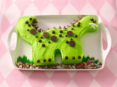 How to Make a Dinosaur Cake. It doesn't look too difficult. Only I'm not that great at decorating :p