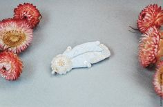 """Купить Вышитая белая брошь перышко """"Зефир"""" - украшение с вышивкой, подарок девушке, купить брошь"""