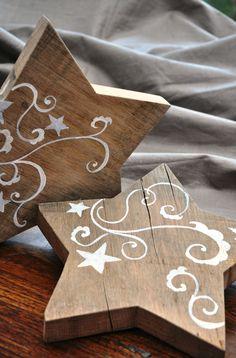 étoile en bois doodles blancs