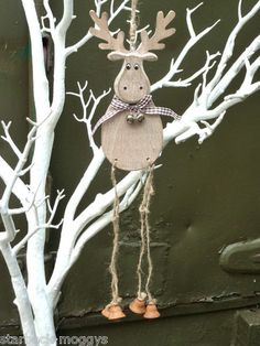SHABBY RUSTIC WOODEN HANGING HAPPY REINDEER COUNTRY CHIC CHRISTMAS DECORATION