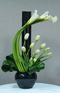 44 beautiful green and white floral arrangements ideas - deco ideas- 44 schöne grüne und weiße Blumen Arrangements Ideen – Deko Ideen 44 beautiful green and white flower arrangements ideas -… - White Flower Arrangements, Ikebana Flower Arrangement, Floral Centerpieces, Contemporary Flower Arrangements, Table Arrangements, Fresh Flowers, Spring Flowers, White Flowers, Beautiful Flowers