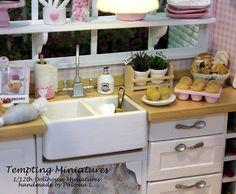 Distributeur de savon en céramique 1:12th par TemptingMiniatures