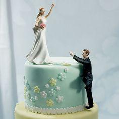 【面白編】よじ登る新郎と待つ新婦 ケーキによじ登る新郎と待つ新婦☆ 2段ケーキに距離を置いて飾っても雰囲気が楽しめます☆ 思わぬ演出に会場も笑いに包まれること間違いなし☆【MimiJ Bridal】http://mimijbridal.comより購入可能です♪