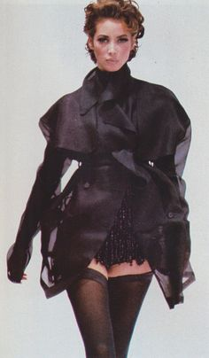 Dolce and Gabbana Spring/Summer 1991 Christy Turlington Fashion Kids, 80s And 90s Fashion, Fashion Tips For Women, Fashion Week, Trendy Fashion, High Fashion, Fashion Outfits, Fashion Trends, Haute Couture Style