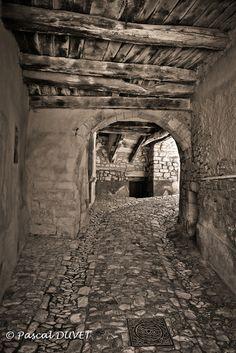 entrée du vieux village de Banon - Alpes de Haute Provence 04