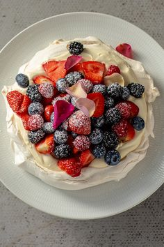 Pinch of Nom pavlova Delicious Dessert Recipes Slimming World Meringue, Slimming World Cake, Slimming World Recipes, Baking Recipes, Cake Recipes, Dessert Recipes, Slimming World Desserts Puddings, Mascarpone Recipes, Mascarpone Cake