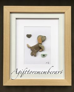 Pebble art is one of the most common and loved free time DIY activity of many. Pebble art design are. Pebble Stone, Stone Art, Art Rupestre, Art Pierre, Pebble Pictures, Rock And Pebbles, Dog Crafts, Stone Crafts, Sea Glass Art