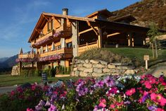 El encanto de un chalet de aires alpinos y suaves edredones en el Pirineo aragonés