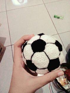 Bola rajut yang lucu