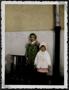 Famous Jewish sisters Anne and Margot Frank. Anne and Margot Frank Anne Frank, Margot Frank, Frank Martin, Native American History, African American Women, American Civil War, First Color Photograph, Holocaust Memorial, Actor