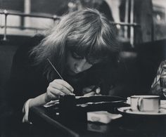 vali drawing in a Paris cafe.