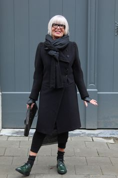 Best Fashion Tips For Women Over 60 - Fashion Trends Mature Fashion, Older Women Fashion, Fashion For Women Over 40, Fashion Over 50, Curvy Fashion, Urban Fashion, Womens Fashion, Fashion Top, Fashion 2018