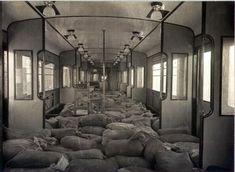 Un libro rescata imágenes inéditas de los primeros metros de Barcelona Barcelona, Amp, Interior, Trains, Cities, Fotografia, Book, Sacks, Design Interiors